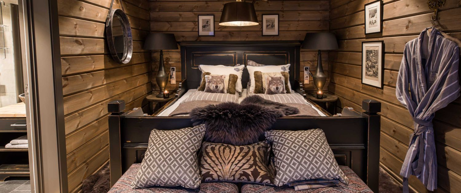 Wolf Lodge is a exclusive hotel with three deluxe master suites, ensuite